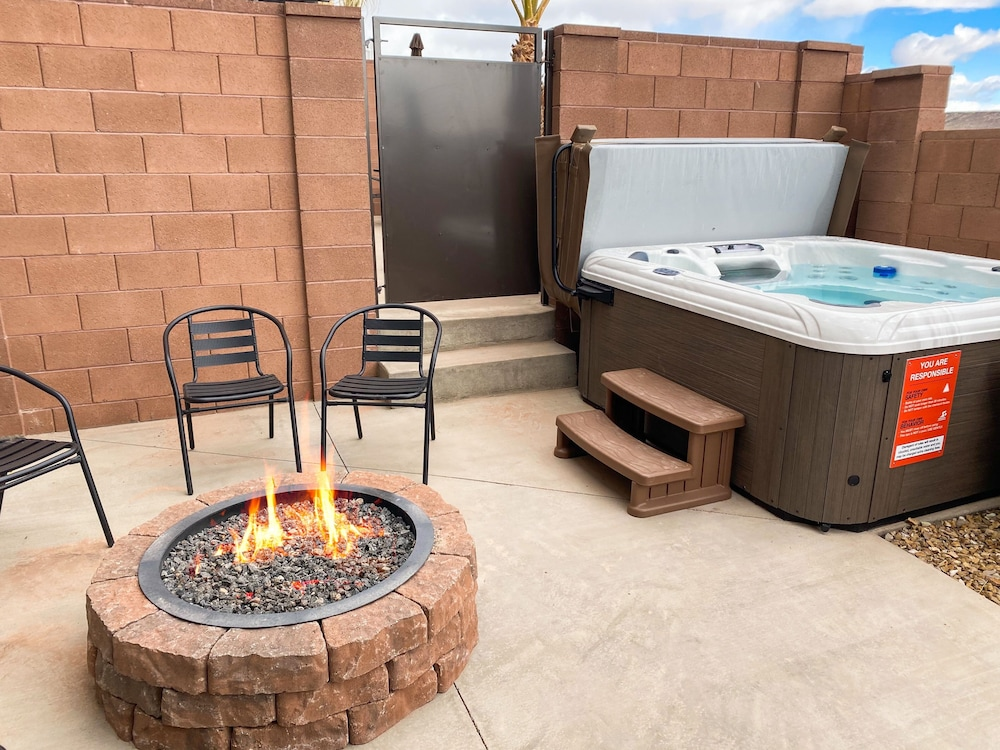 Spa, Vida Sol End Unit Private Hot Tub & Firepit 3 Bedroom Townhouse
