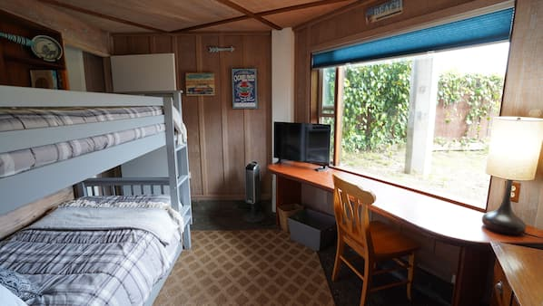 3 bedrooms, desk, free WiFi, bed sheets