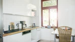 Kühlschrank, Mikrowelle, Herd, Geschirrspüler