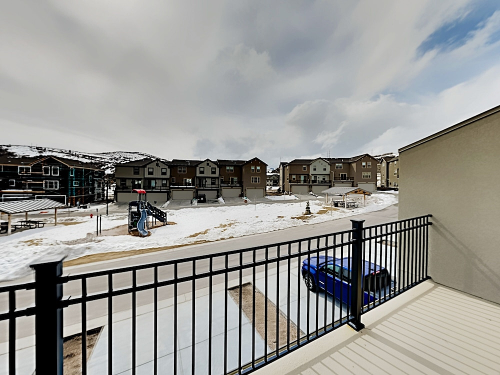 Balcony, Exceptional Vacation In Kamas 4 Bedroom Townhouse