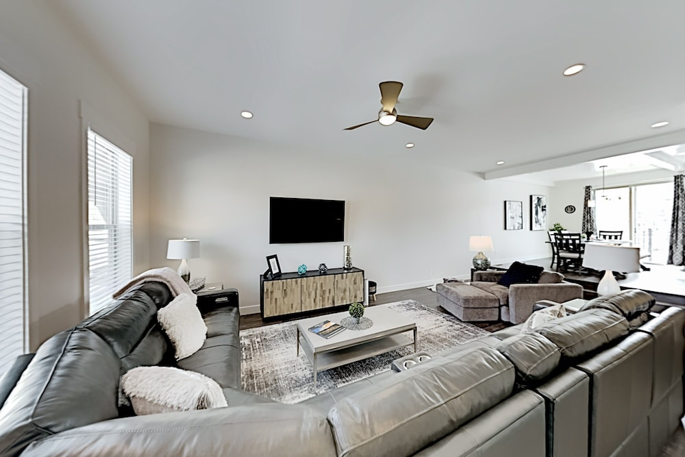 Living Room, Exceptional Vacation In Kamas 4 Bedroom Townhouse