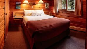 Hypo-allergenic bedding, desk, free WiFi, bed sheets