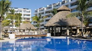 5 outdoor pools, open 7:00 AM to 8:00 PM, free cabanas, pool umbrellas