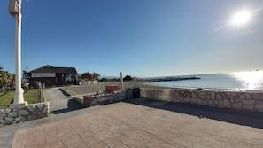 Perto da praia, areia branca, 2 bares na praia