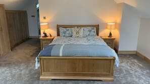 4 bedrooms, iron/ironing board, free cots/infant beds, free WiFi