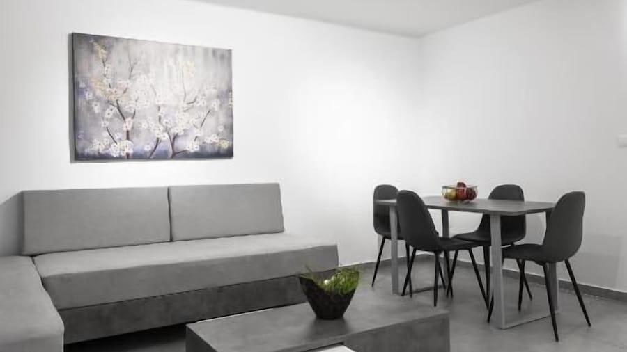 Consul Apartment Nilie Hospitality MGMT
