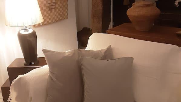 2 sovrum, skrivbord, strykjärn/strykbräda och sängkläder