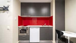 Mini-fridge, microwave, oven, hob