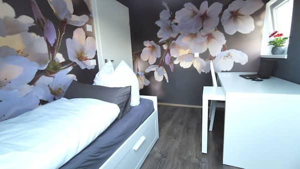 2 Schlafzimmer, Schreibtisch, Reisekinderbett, kostenloses WLAN