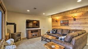 Flat-screen TV, fireplace, books