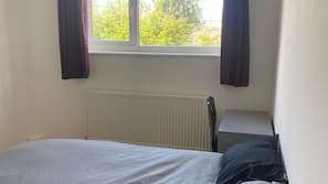 6 bedrooms, iron/ironing board, free WiFi, bed sheets