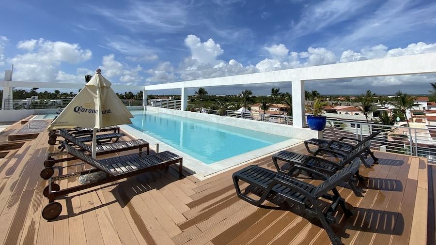 Deluxe Suites Rooftop Pool