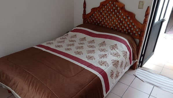 4 bedrooms, in-room safe, iron/ironing board, Internet