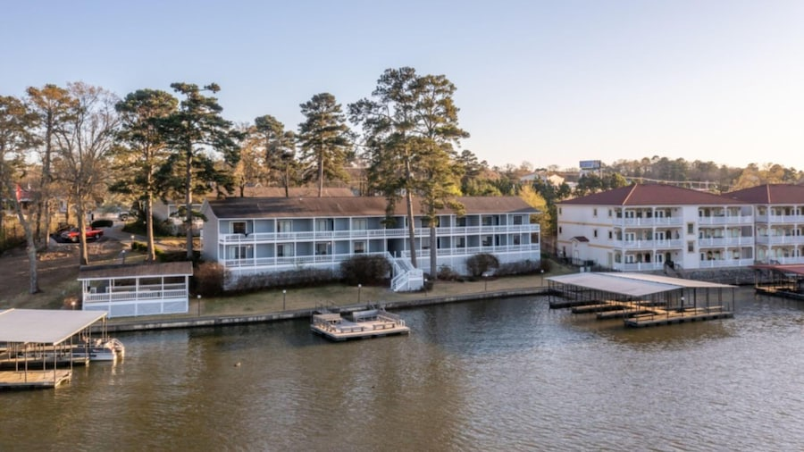 The Hamilton Lakefront - Studio Suites