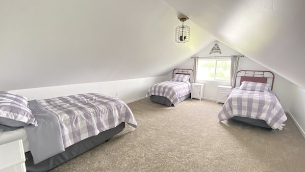 3 bedrooms, travel crib, free WiFi, bed sheets