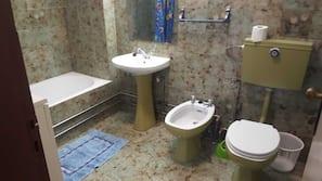 Bathtub, bidet, towels