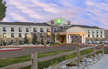 Holiday Inn Express & Suites Colorado Springs First & Main