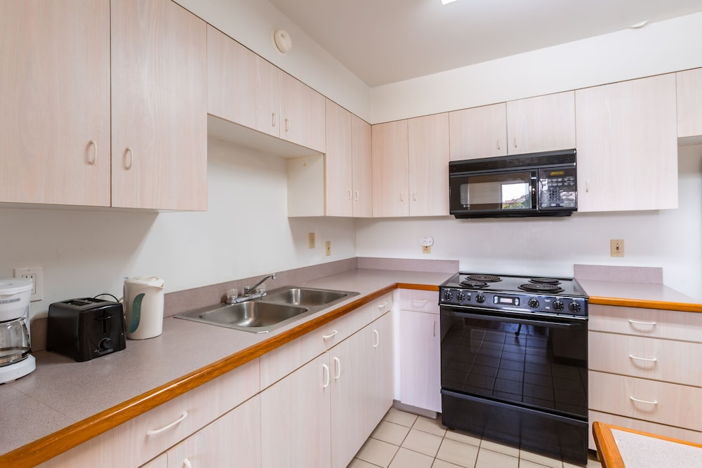 Private Kitchen, Alupang Beach Tower