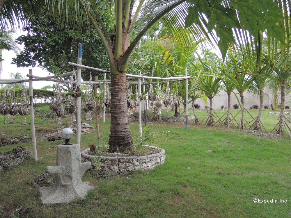 Garden, Moalboal Beach Resort