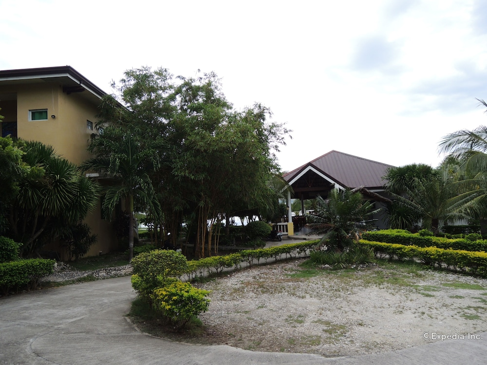 Property Grounds, Moalboal Beach Resort