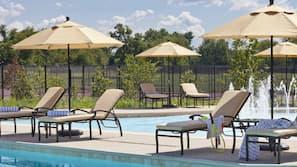 Piscina interna, piscina externa sazonal, barracas de cortesia