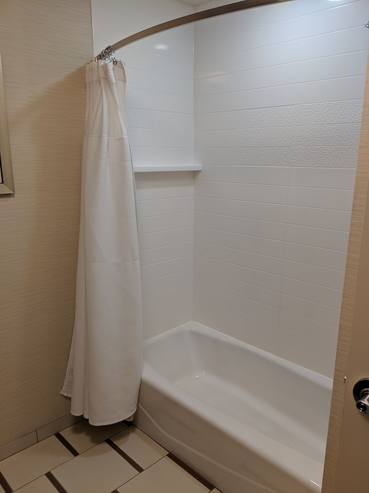 Bathroom, Fairfield Inn & Suites by Marriott Moncton