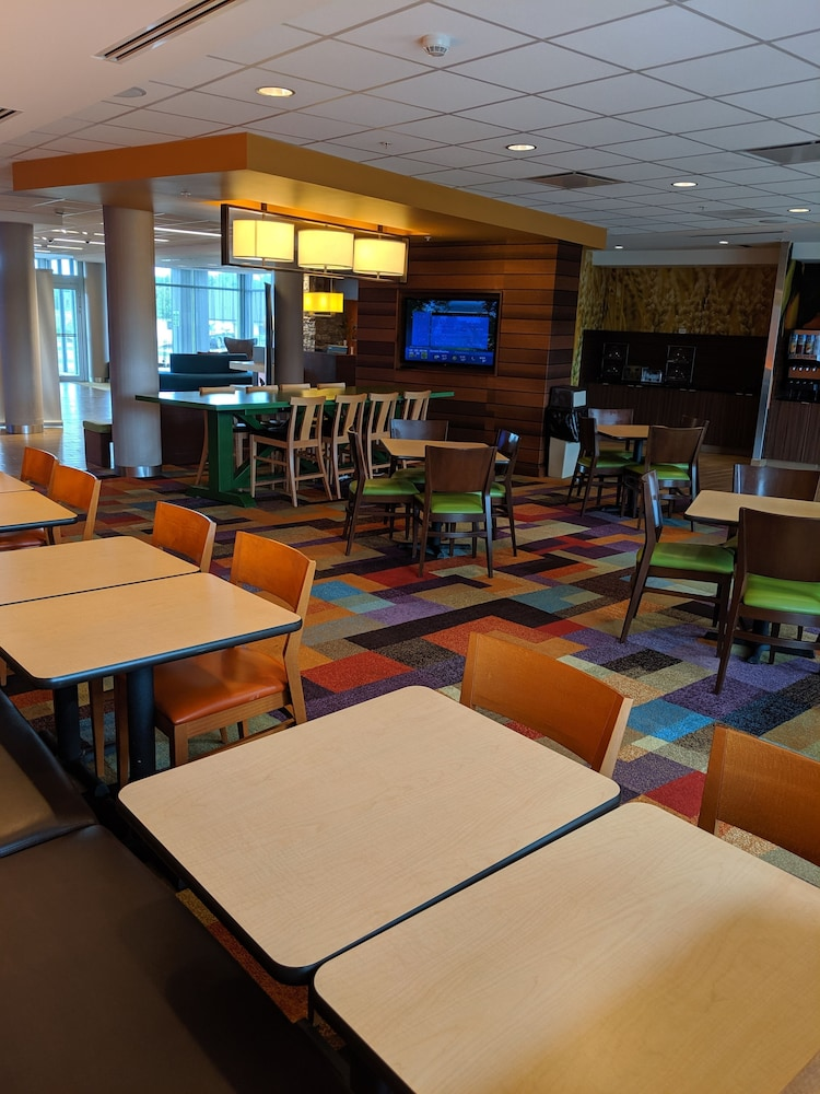 Breakfast Area, Fairfield Inn & Suites by Marriott Moncton