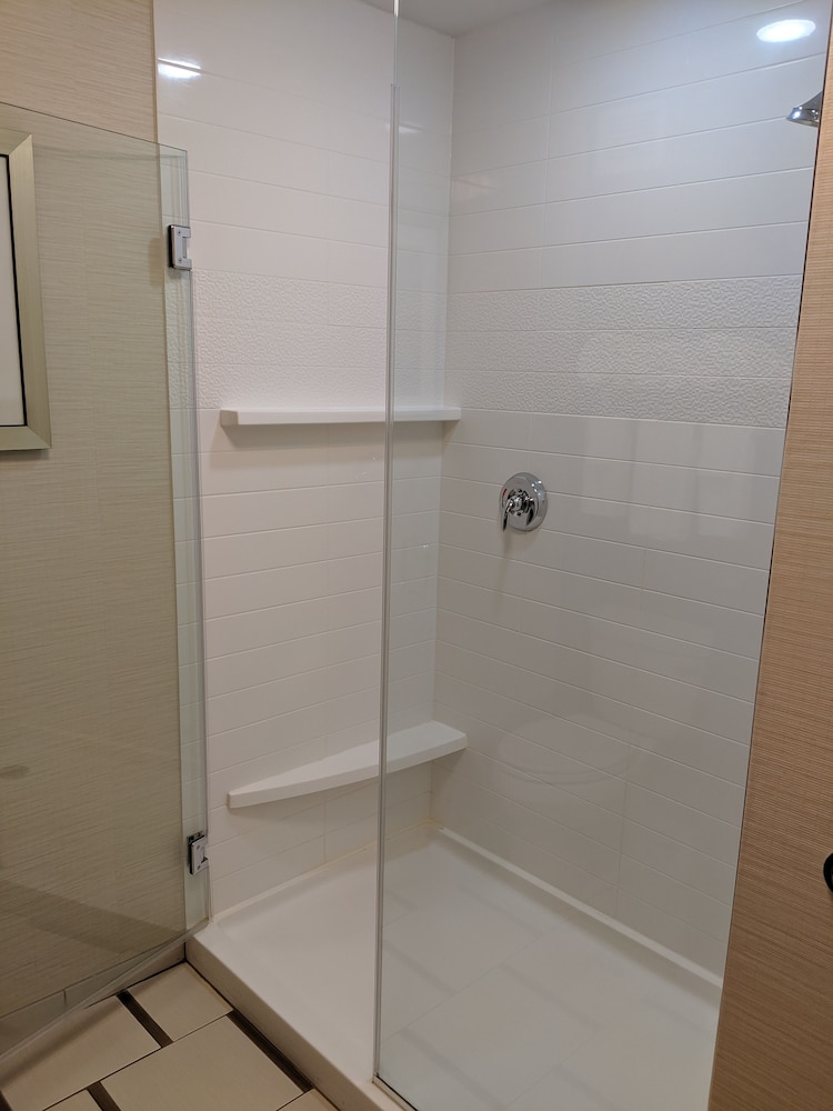 Bathroom Shower, Fairfield Inn & Suites by Marriott Moncton