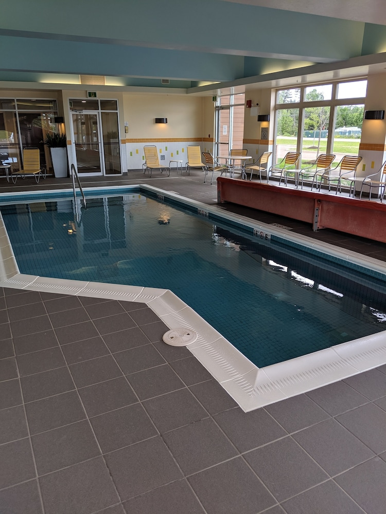 Pool, Fairfield Inn & Suites by Marriott Moncton