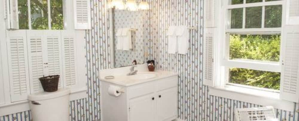 Bathroom, The Orchard Inn