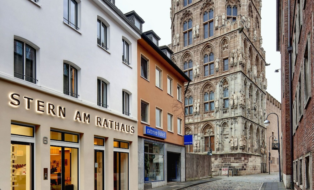 Featured Image, Stern am Rathaus