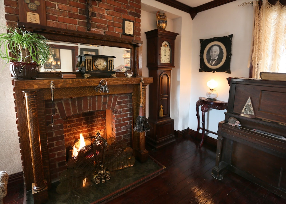 Fireplace, The Old Parsonage Bed and Breakfast