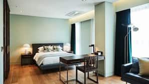 高級寢具、房內夾萬、書桌、免費 Wi-Fi