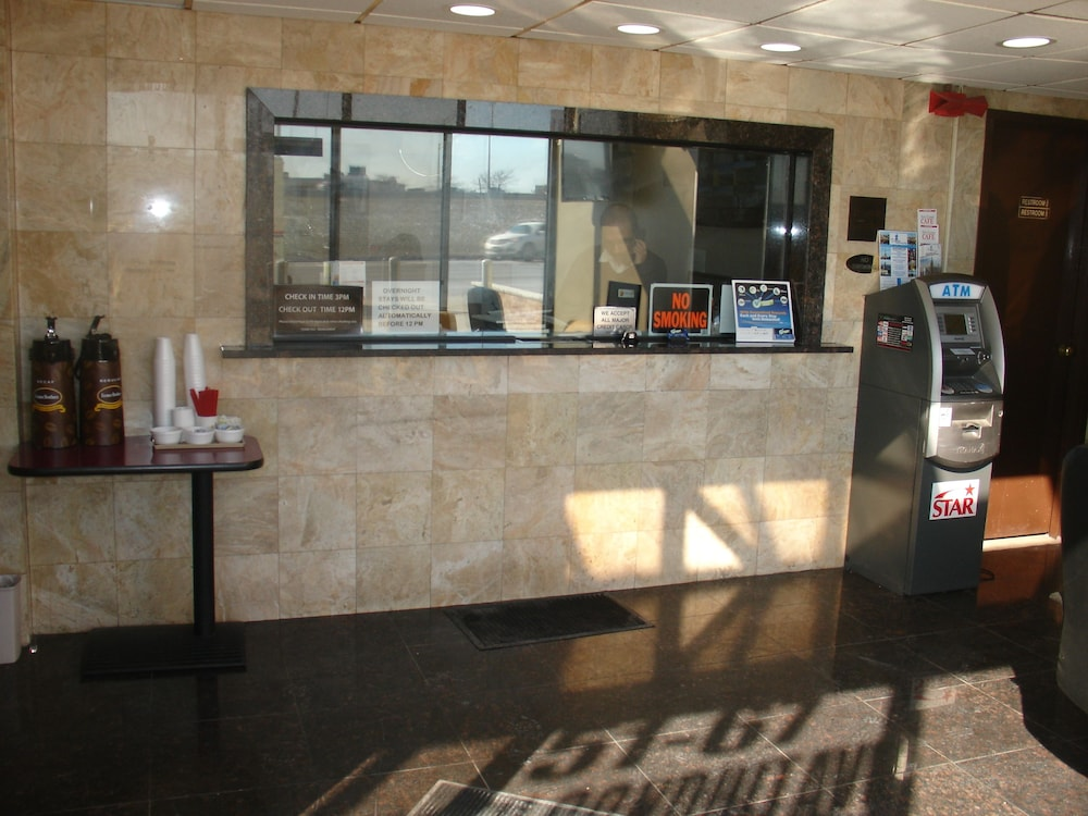 Reception, Super 8 by Wyndham Jamaica North Conduit