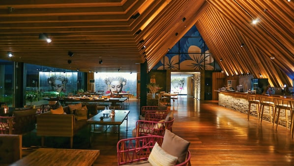 2 Bars/Lounges, Bar auf der Dachterrasse