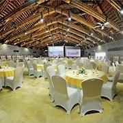 Khu tổ chức tiệc cưới trong nhà