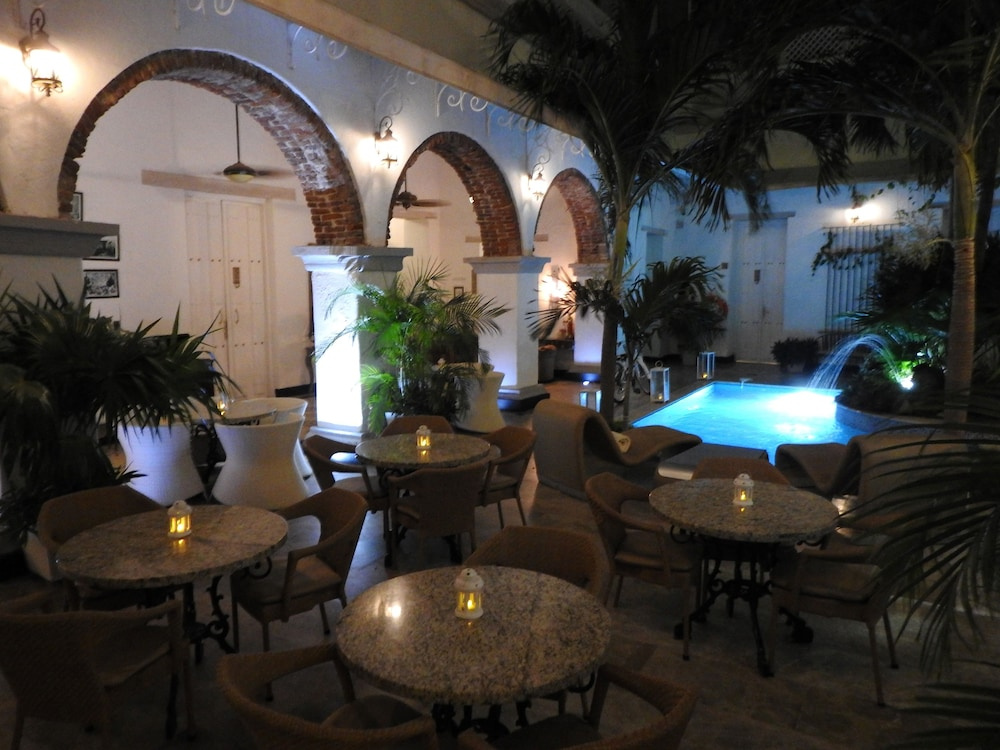 Outdoor Dining, Hotel Boutique Don Pepe
