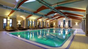 5 piscinas cubiertas, 3 piscinas al aire libre, tumbonas