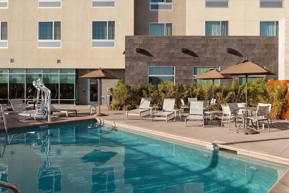 Pool, Courtyard by Marriott San Jose North/Silicon Valley