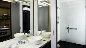 Dusche, Hydromassagedusche, kostenlose Toilettenartikel, Haartrockner