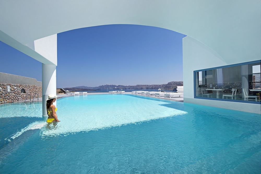 Outdoor Pool, Acroterra Rosa