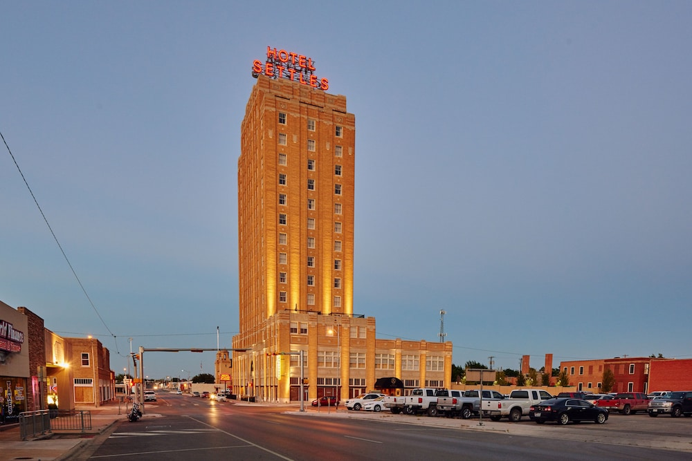Featured Image, Hotel Settles