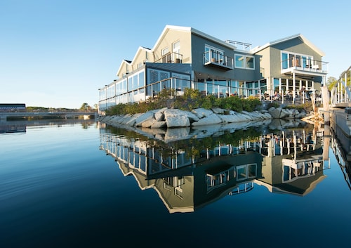 The Boathouse Waterfront Hotel & Marina