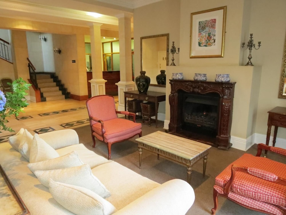 Living Room, Redlands Hotel