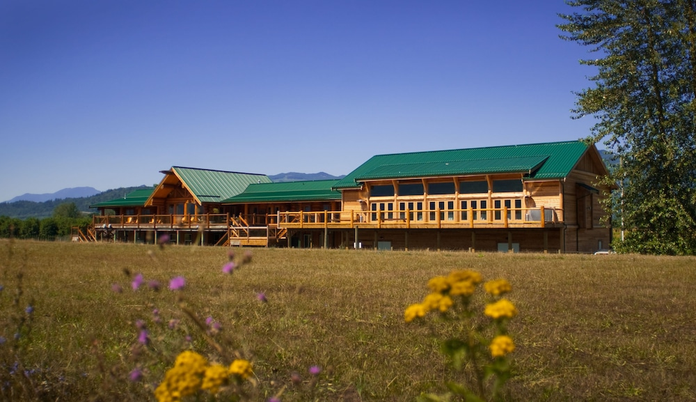 Featured Image, Fraser River Lodge