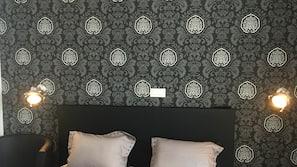Blackout drapes, free WiFi
