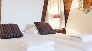 Zimmersafe, Bügeleisen/Bügelbrett, kostenpflichtige Babybetten