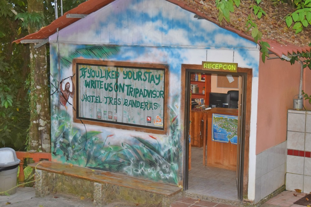 Check-in/Check-out Kiosk, Hotel Las Tres Banderas