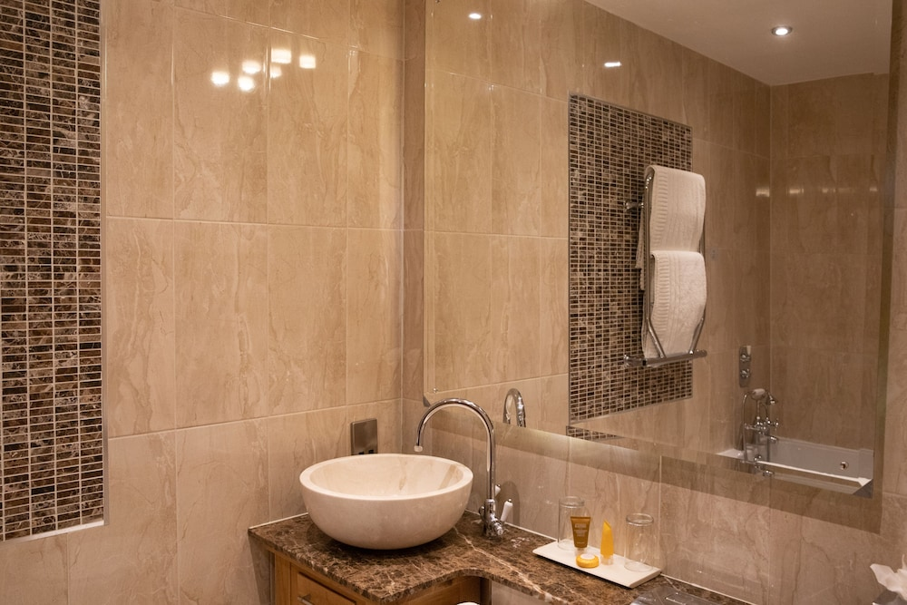 Bathroom, The Richmond Apart-Hotel