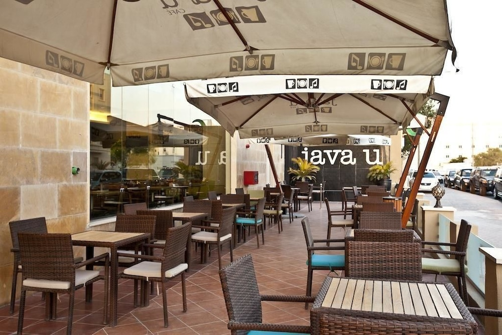 Outdoor Dining, Doha Downtown Hotel Apartment